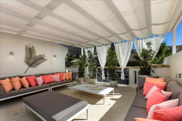 4 Bedroom, 4 Bathroom Villa For Sale in Sierra Blanca del Mar, Marbella Golden Mile