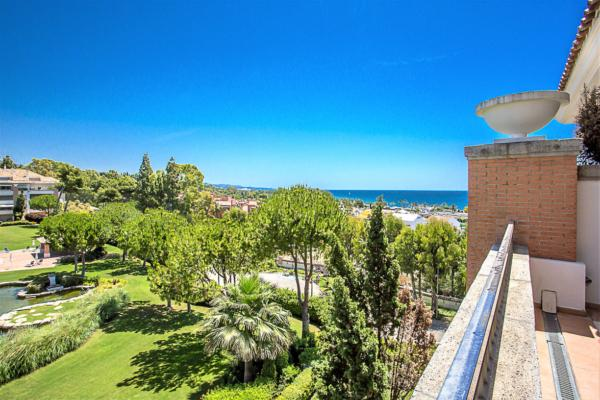 3 Bedroom, 3 Bathroom Penthouse For Sale in La Trinidad, Marbella Golden Mile