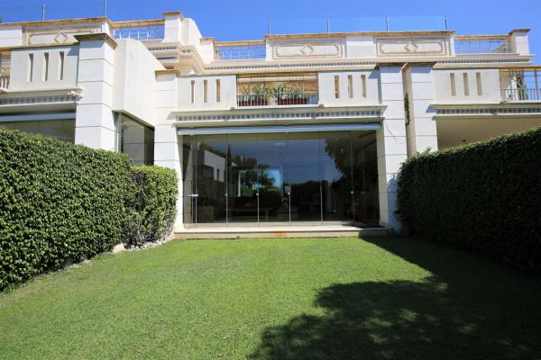 5 Bedroom, 5 Bathroom Villa For Sale in Marbella Golden Mile